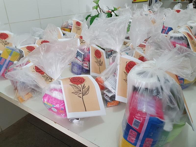 Kits de higiene pessoal são entregues às usuárias adolescentes grávidas, mulheres grávidas e mulheres vulneráveis das unidades dos CRAS